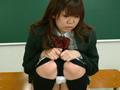 制服の下の尿漏れブルマ2